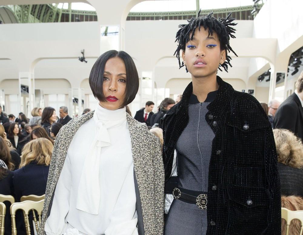 Jada-Pinkett-Smith-Willow-Smith-Chanel-Fall-2016-Fashion-Show-Paris-Fashion-Week-Tom-Lorenzo-Site-1