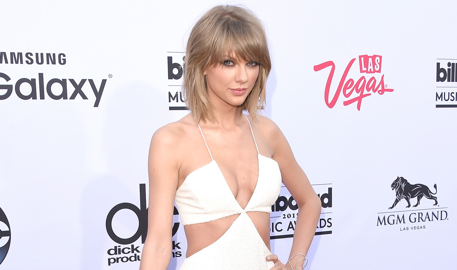 taylor-swift-donates-money-to-louisiana-school-after-floods-social